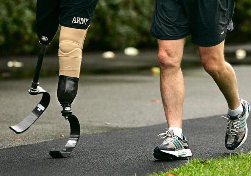 """Bình luận về lời tâm sự của Helen Killer: """"Tôi đã khóc khi không có giày để đi, cho đến khi tôi nhìn thấy một người không có chân để đi giày""""."""