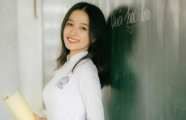 nu sinh dien do guc hinh 2 - Em hãy kể về những ấn tượng về Sài Gòn màu xanh thời gian