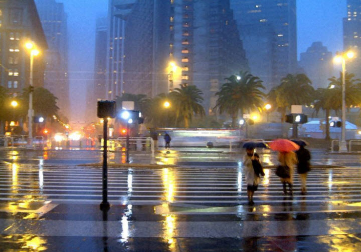 Tả cảnh đường phố sau cơn mưa, trong cơn mưa